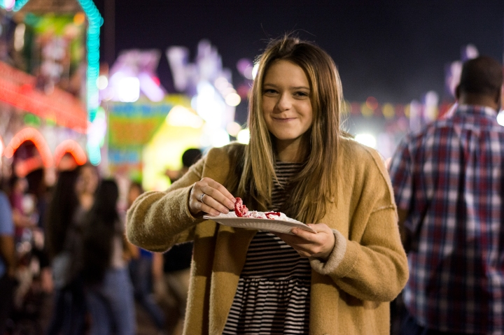 Taylor_Seely_eating_funnel_cake_az_state_fair