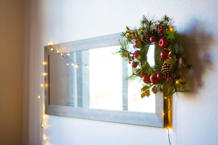 Wide_Apt_View_Christmas_Decor_Dash_of_Daisy_blog10