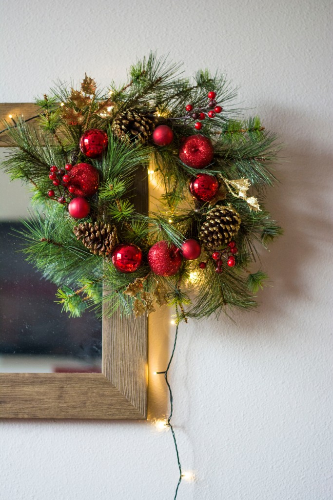 Wide_Apt_View_Christmas_Decor_Dash_of_Daisy_blog16