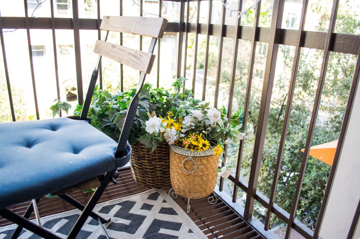 City Balcony Decor_Apt Balcony Decor_Taylor Seely_Dash Daisy Blog